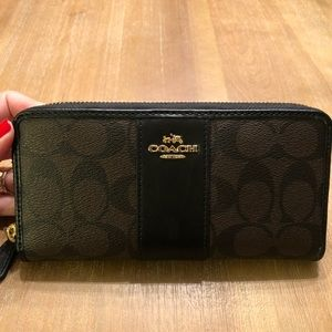 Coach zippy wallet